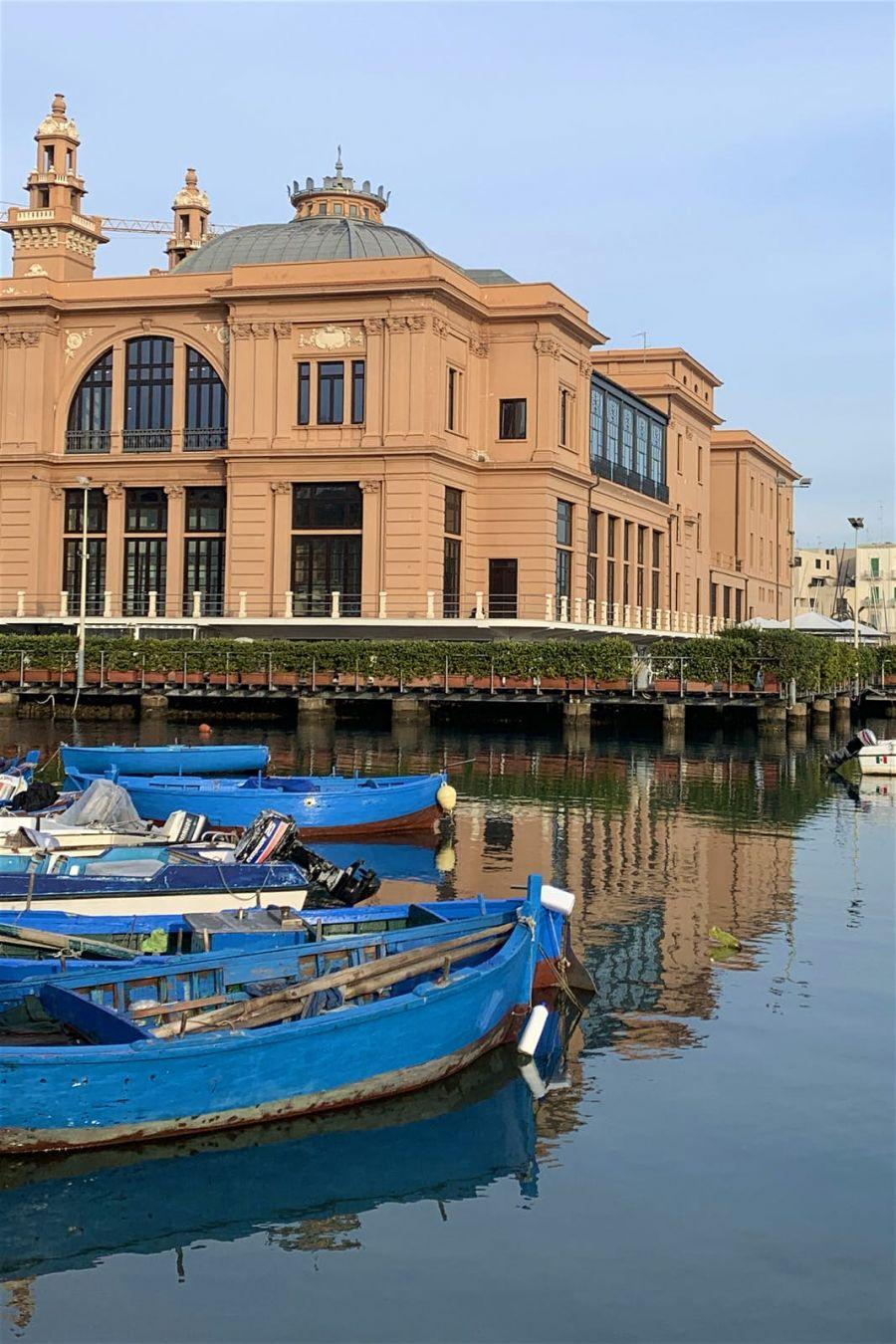 Il Teatro Margherita visto dal mare ora restaurato a Bari