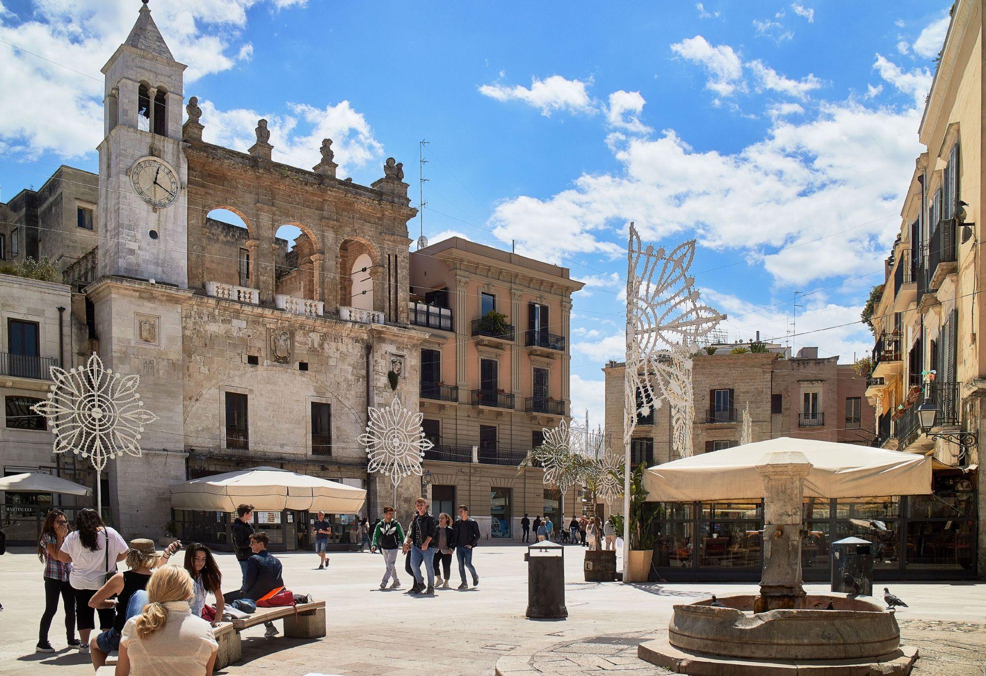 La piazza mercantile di Bari nella Città Vecchia